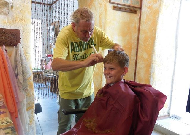 Frisör in Tinos-Stadt