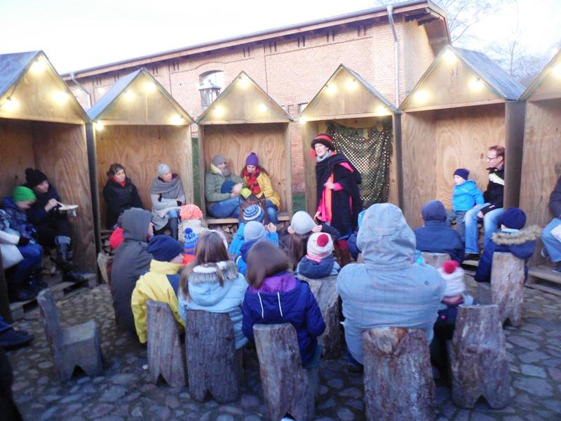 Märchenerzählerin Schloss Liebenberg_Weihnachtsmarkt