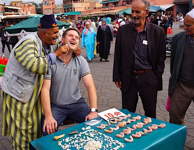 marrakesch-reisetipps-jemaa-el-fna-zahnzieher