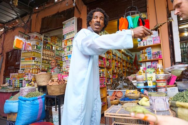 marrakesch-souk-haendler