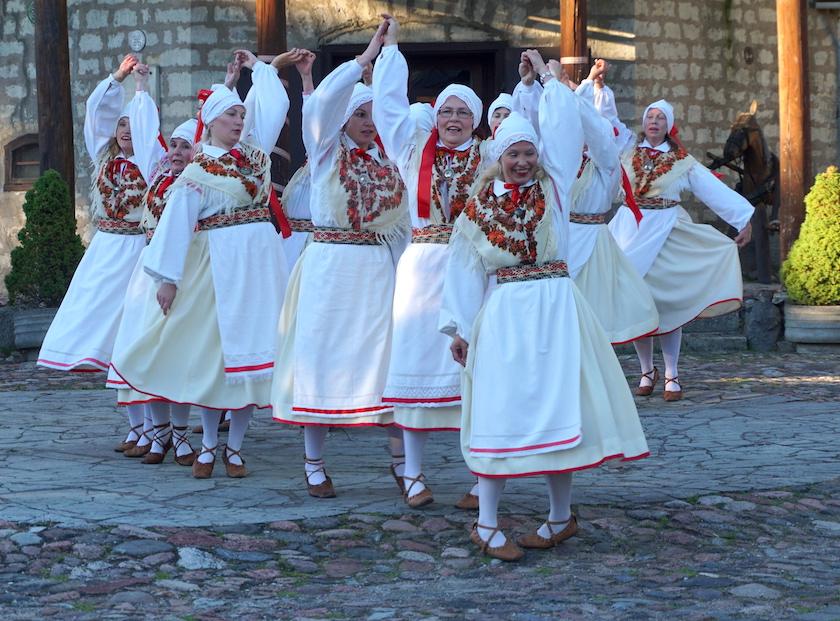 estnische Folkloretänzer in Kuressaare