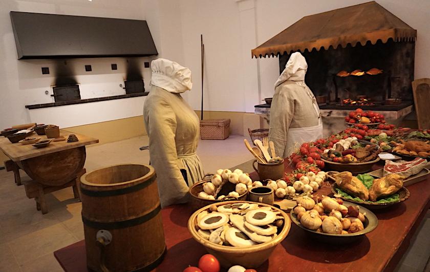 Drei Haselnüsse für Aschenbrödel, Winterausstellung Moritzburg, Filmszene Küche