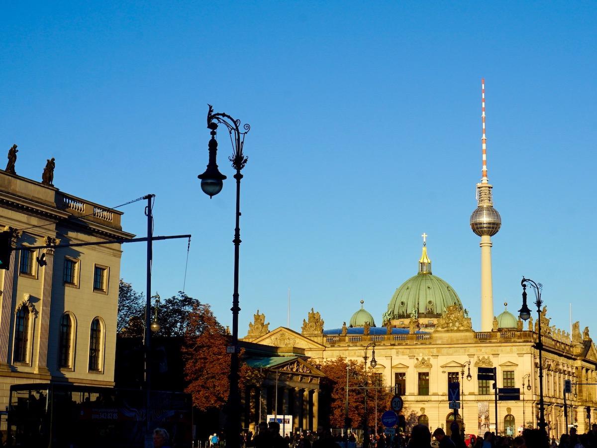 Unter den Linden, Blick auf den Fernsehturm