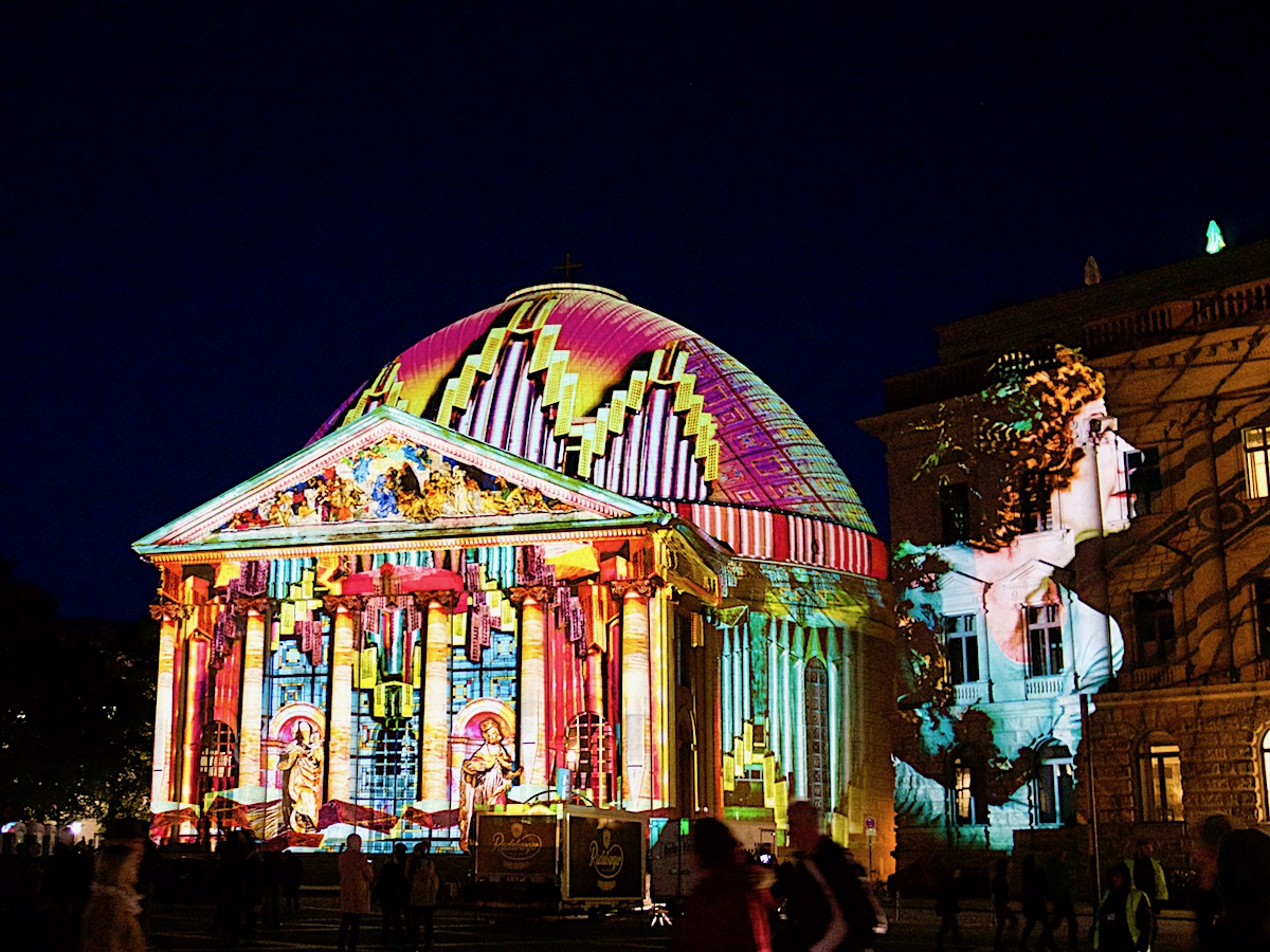 Festival of Lights - Berlin leuchtet St. Hedwigs Kathedrale
