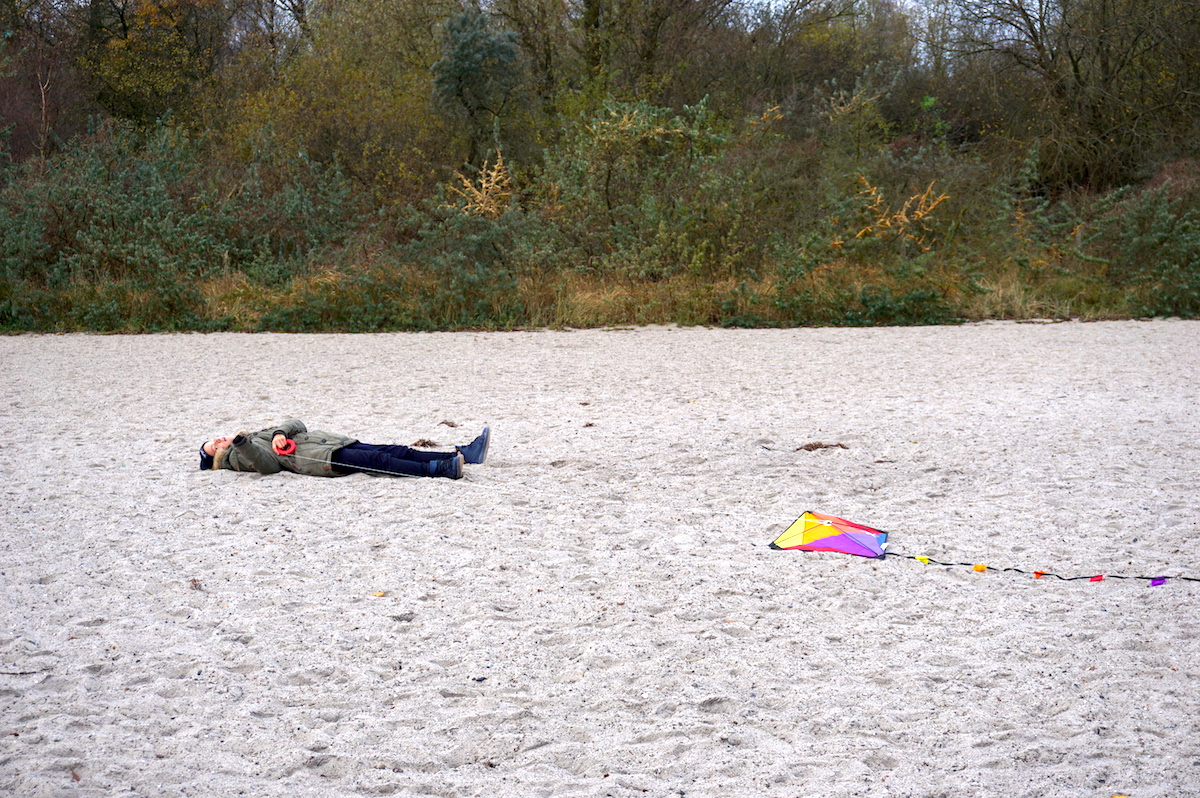 Ostsee Drachen steigen im Herbst