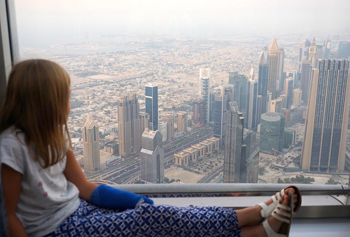 Dubai Blick vom Burj Khalifa, Dubai mit Kind