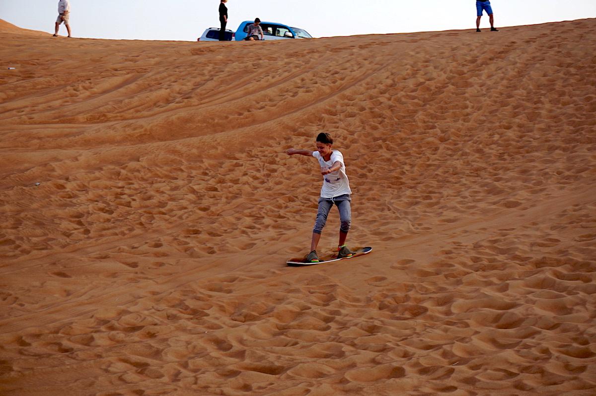 sandboarding dubai, wüstentour mit kind