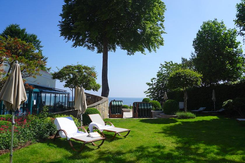 Travel Charme Strandhotel Bansin mit Blick auf die Ostsee