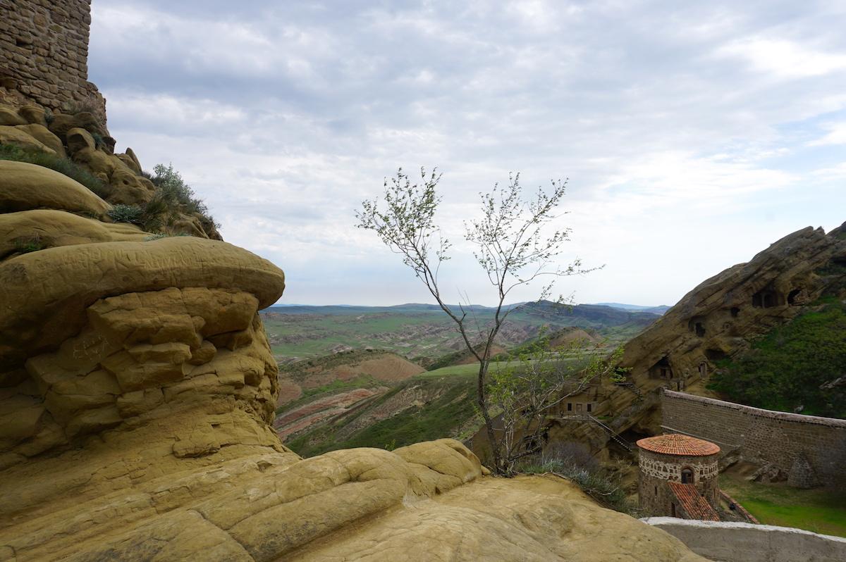 Davit Gareja, Georgien, Blick auf die Höhlen